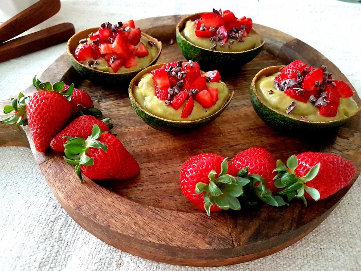 Abacate com frutos