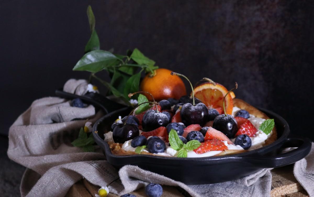 Panqueca de laranja sanguínea e frutos