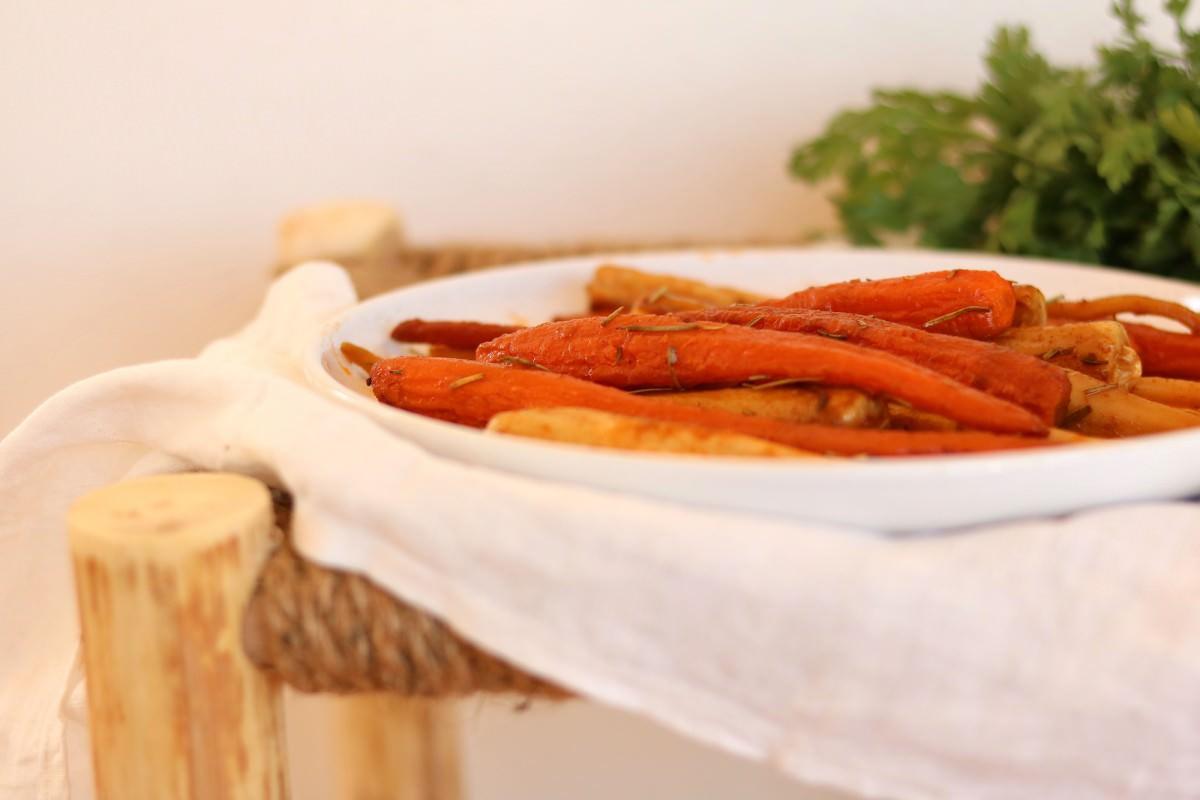 Cenoura e raiz de salsa no forno
