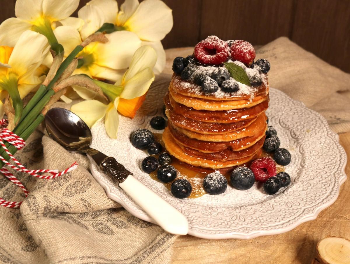 Panquecas com mel, framboesas e mirtilos - 3