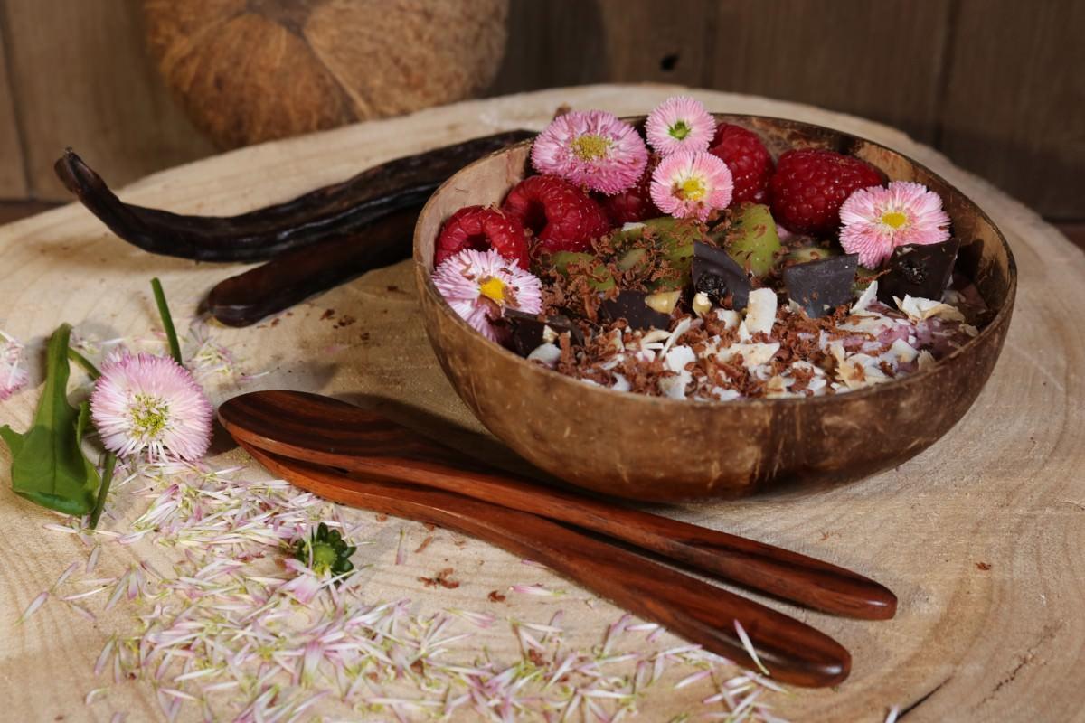 Taça de iogurte vegetal com frutos vermelhos e kiwi - 2