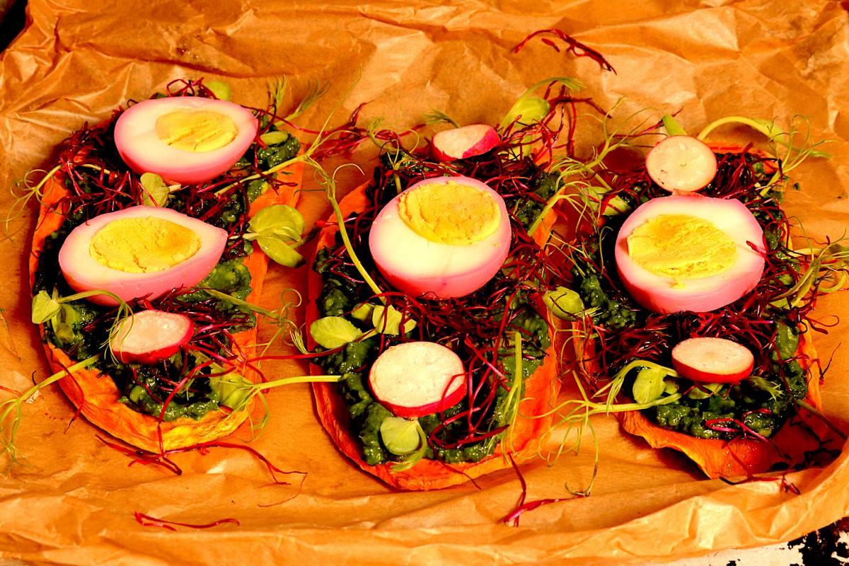 Batata doce com abacate, legumes e ovo - 0