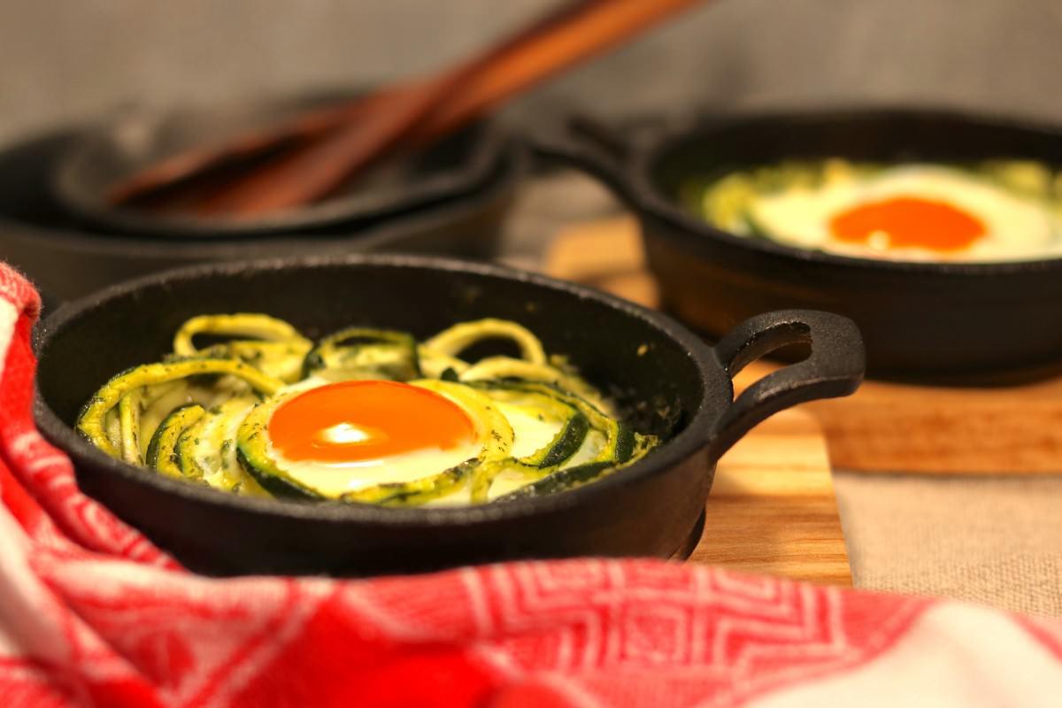 Courgette com ovos assados