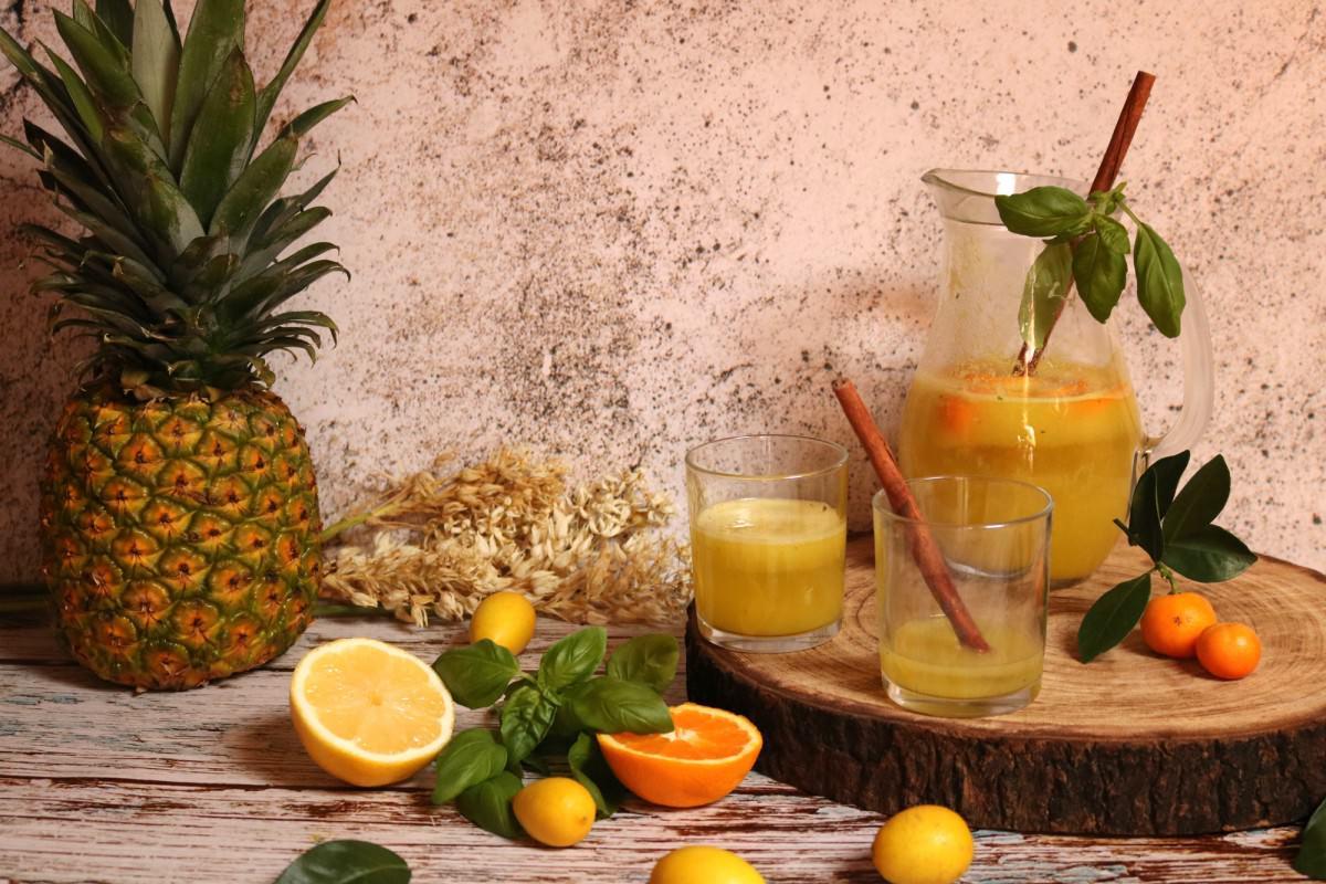 Água de Coco com Abacaxi e Manjericão