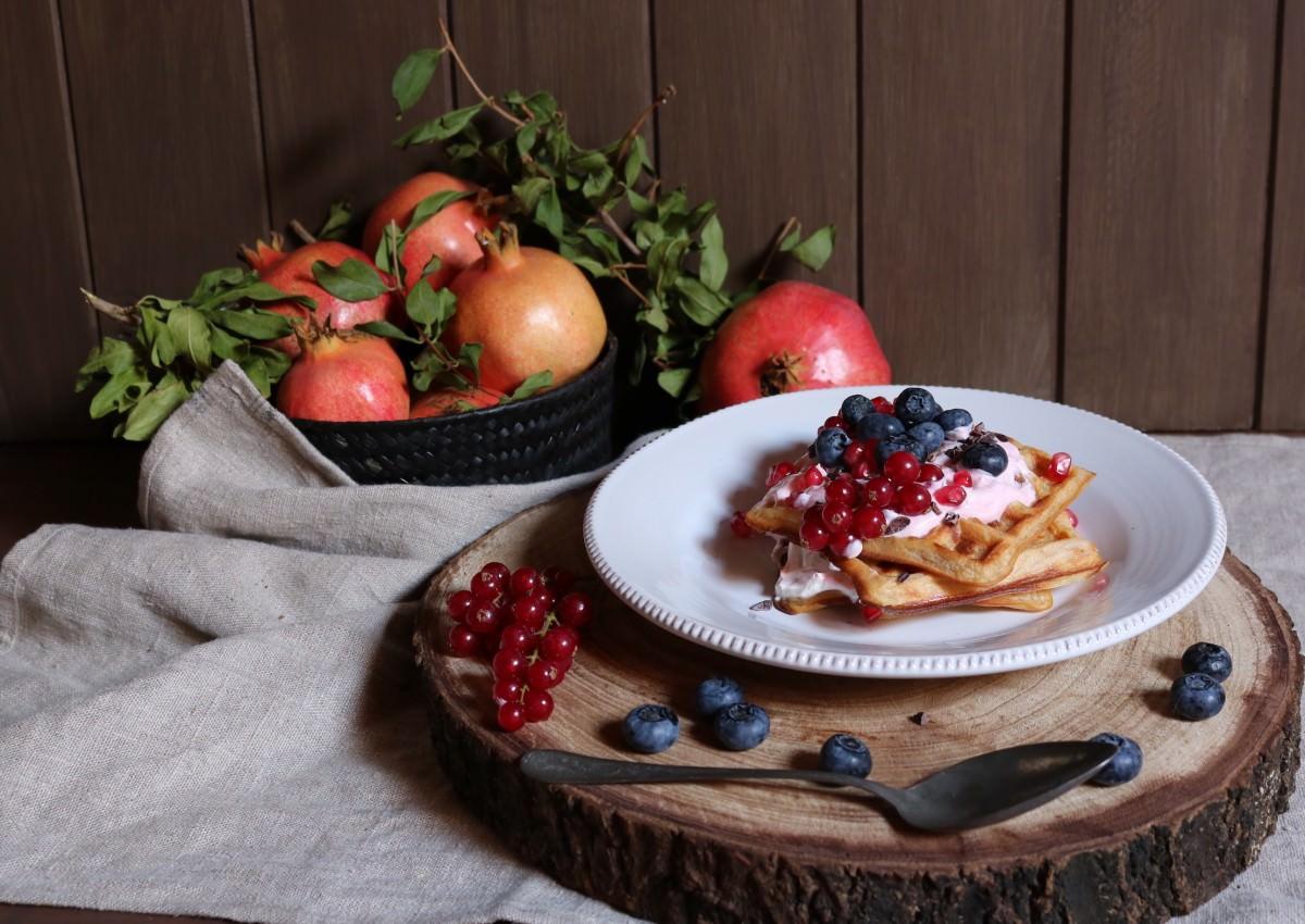 Waffles com skyr e bagas silvestres - 0
